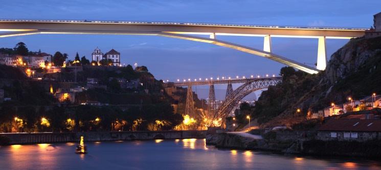 Francesinhas à Luz das Velas c/ Cruzeiro 6 Pontes & Música ao Vivo para Dois | Douro