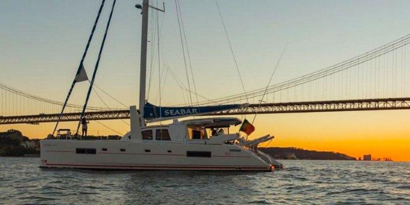 Passeio de Barco em Catamaran de Luxo | 2 a 14 Pessoas | 2 Horas | Lisboa ou Cascais