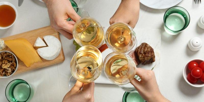 Jantar em Cascais + Jarro de Vinho para Dois   2 ou 4 Pessoas   Salpicos Selvagens