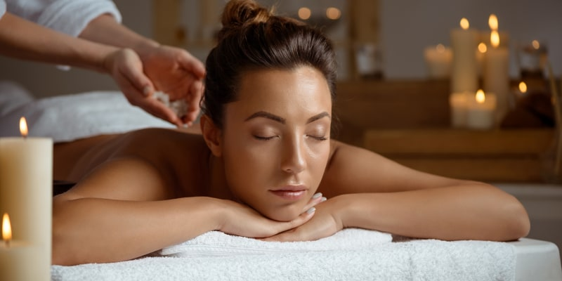 Holmes Place Spa | Himalaias Salt & Detox - Esfoliação c/ Massagem Corporal 50 Min. | 13 Locais