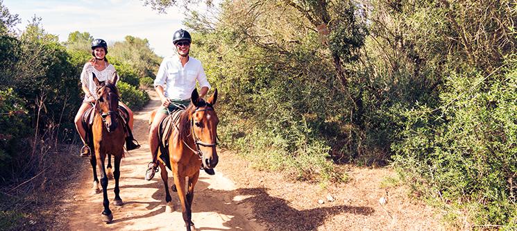 Dia Romântico na Quinta & Almoço para 2 & Iniciação ou Passeio a Cavalo | Alenquer