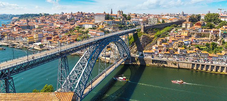 Passeio em Yate Privado pelo Douro + Serra do Pilar + Monumentos | Até 6 Pessoas