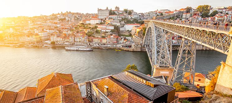 Hotel Royal - Porto | 1 ou 2 Noites c/ Passeio de Comboio e Opção Cruzeiro