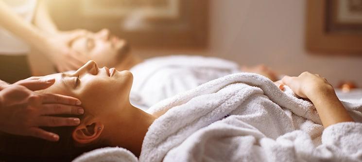A Dois! Massagem de Relaxamento ou Velas Quentes | Dello Clinique - Laranjeiras