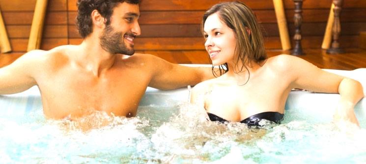 Paixão a Dois: Jacuzzi + Massagem + Facial + Bombons | 1h20 | Spa Amazónia
