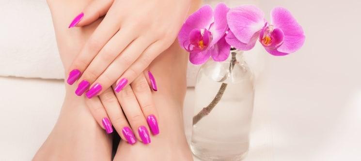 Manicure com Gelinho ou Manicure e Pedicure com Verniz | Até 1h15 | Santos