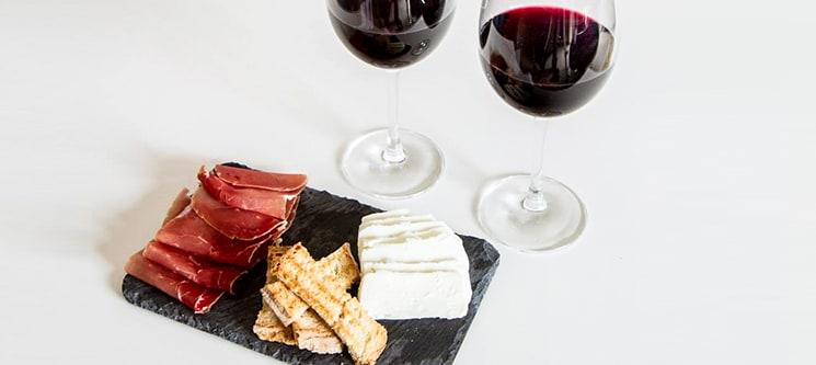 Petiscos & Vinho para Dois no Wineguest | Largo dos Jerónimos - Belém