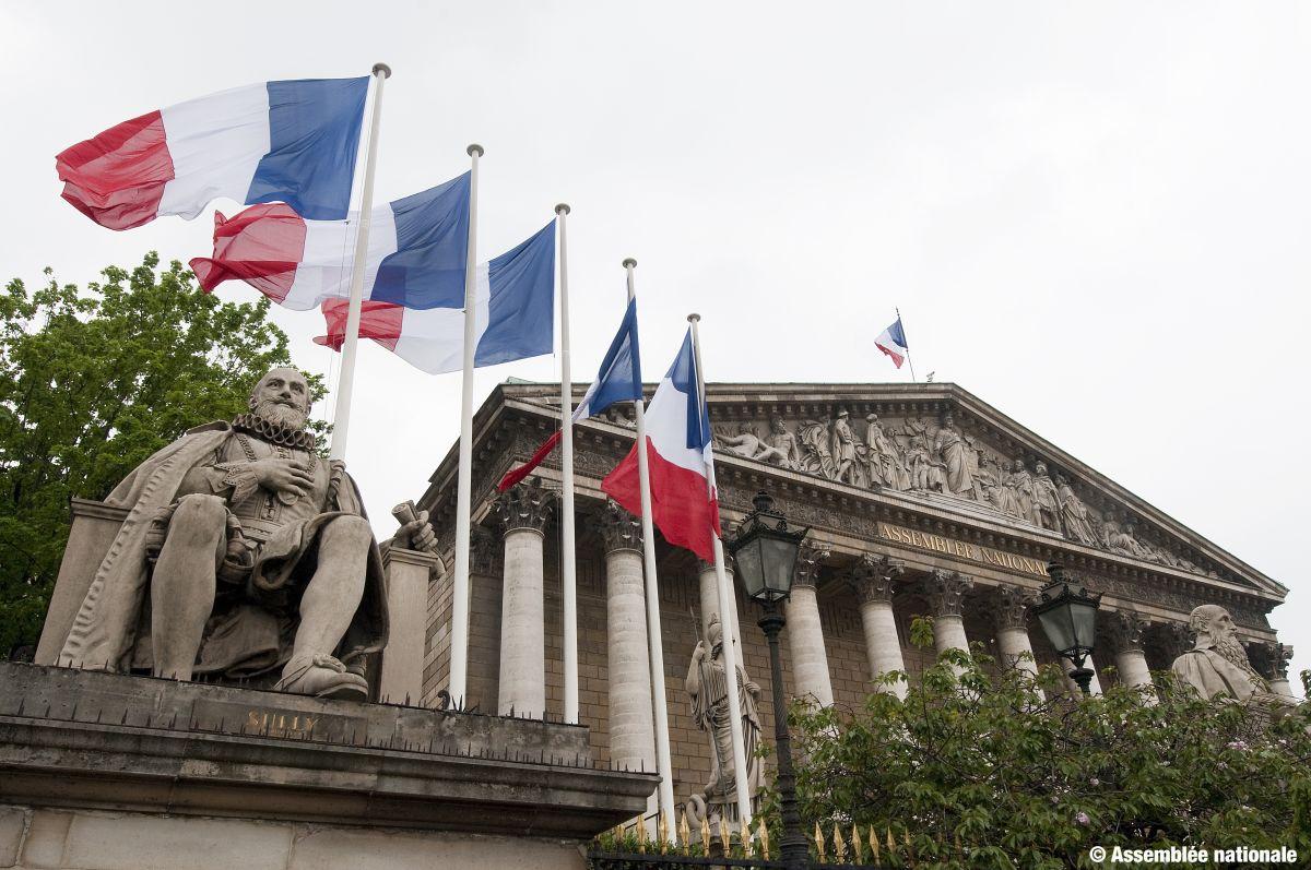 7 raisons pour Emmanuel Macron de dissoudre l'Assemblée