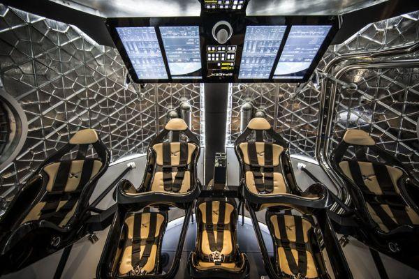 Objectif Lune : Elon Musk veut envoyer deux touristes en orbite