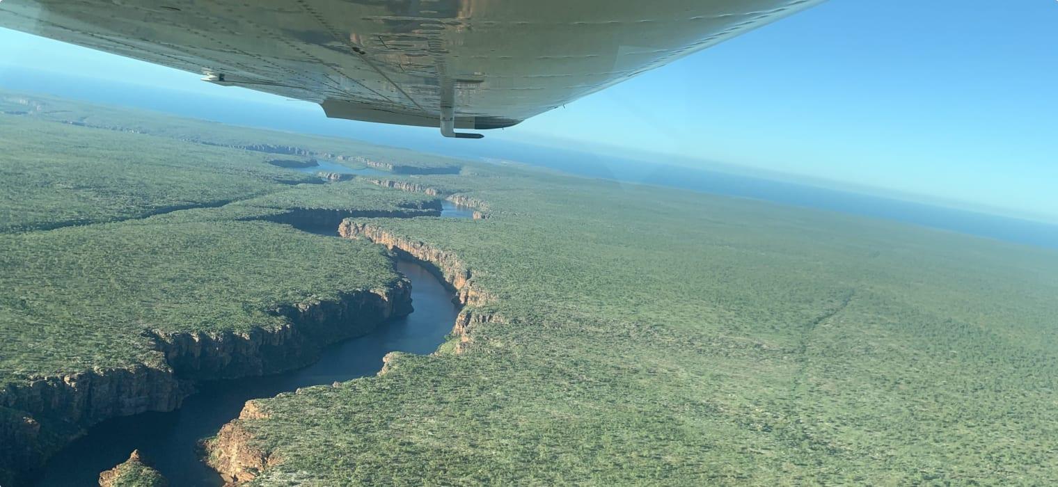 Scenic air tours of Australia