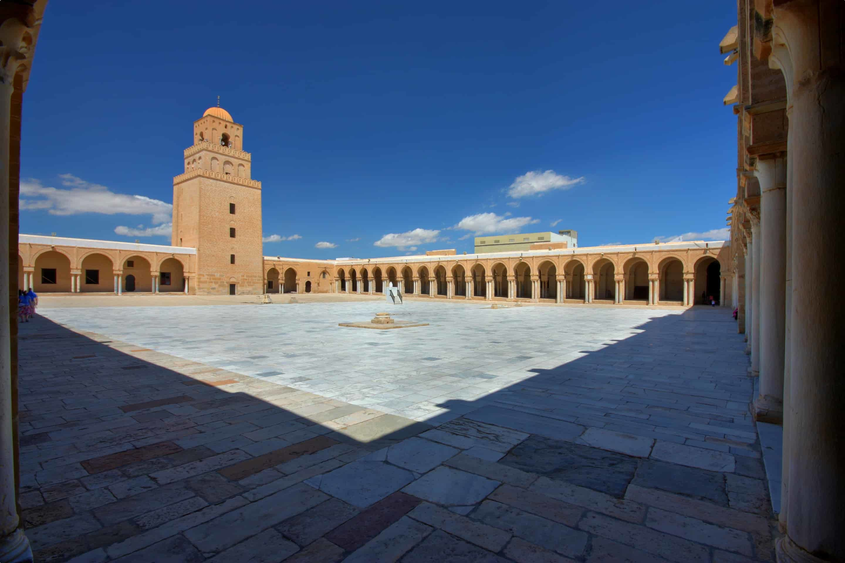 Overview_of_the_courtyard_of_the_Great_Mosque_of_Kairouan