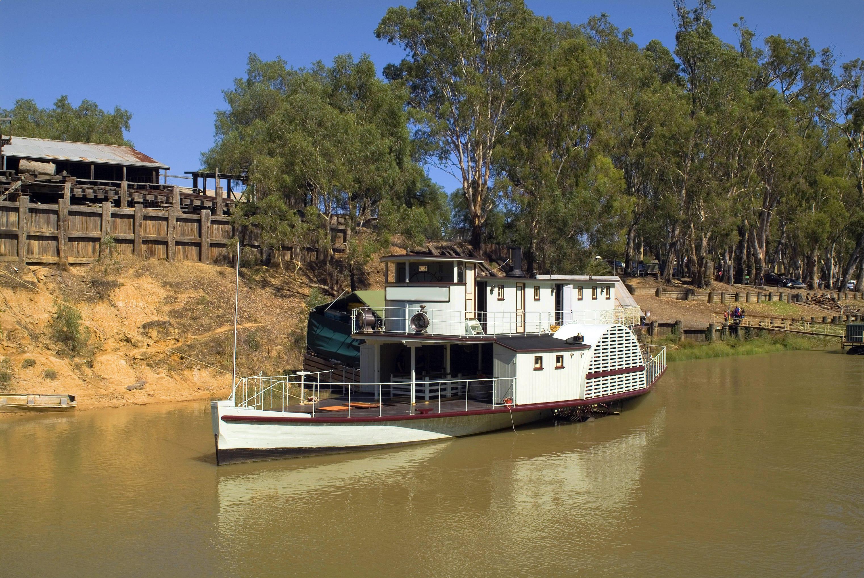 Echuca paddle-steamer