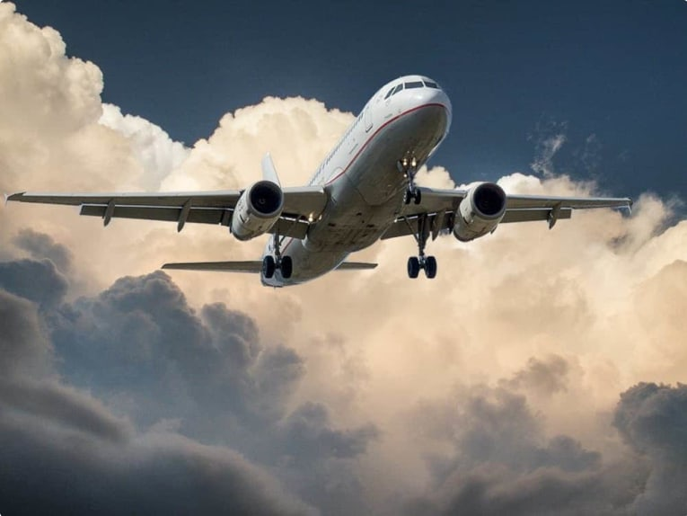 aircraft-jet-landing