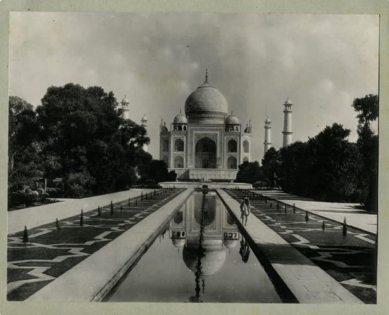 A photo of the Taj Mahal cerca 1890