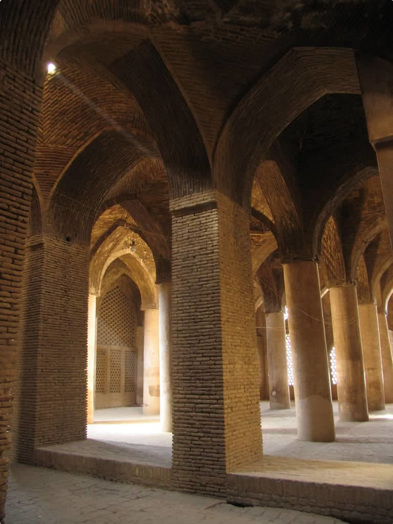 Vaults_hypostyle_Jame_Mosque