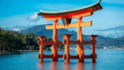 The floating torii gate of Itsukushima.
