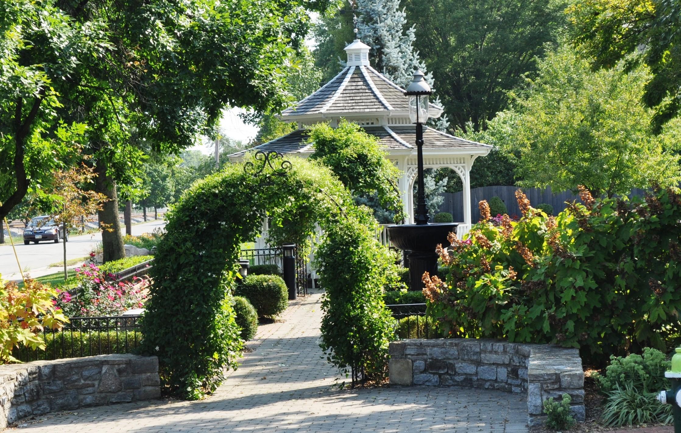 Around the square historic glendale ohio for The glendale