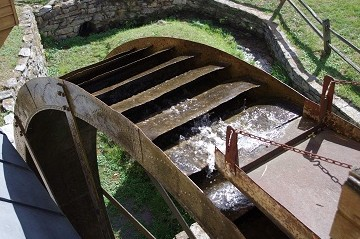 waterwheel at Wade's Mill in Raphine, Virginia
