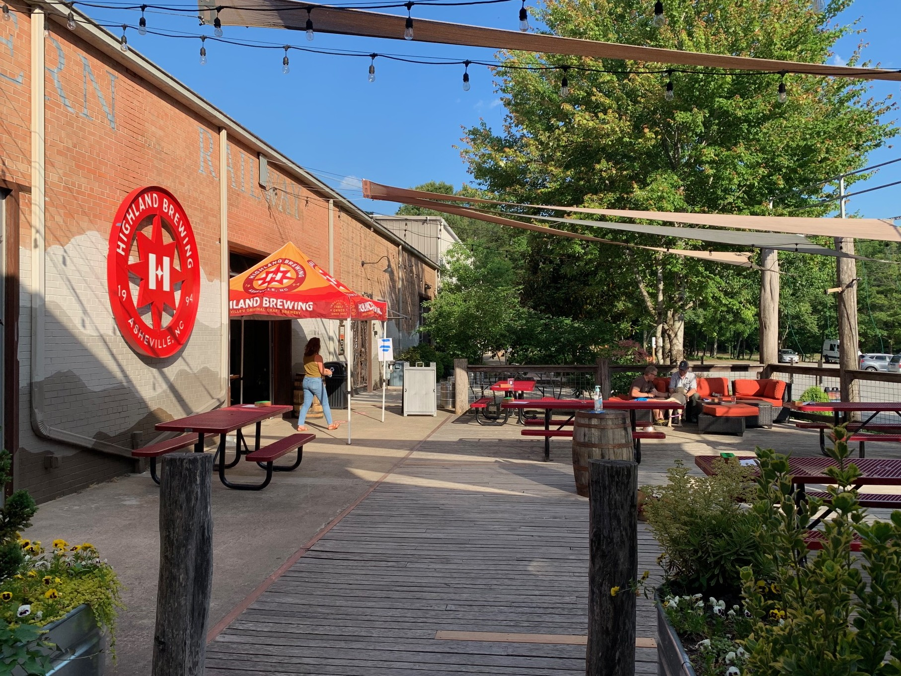 picture of outdoor patio at Highland Brewing with picnic tables