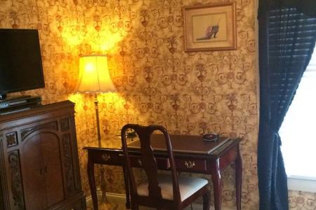 Inn Rooms Victorian Suite 2 Queen Beds 2nd Floor Main House