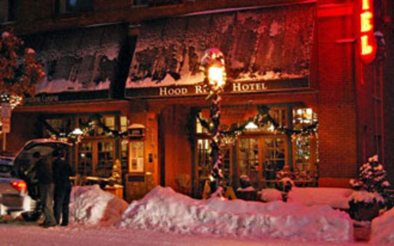 Holiday Events in Downtown Hood River ~ Tree lighting, parade and freestyle event