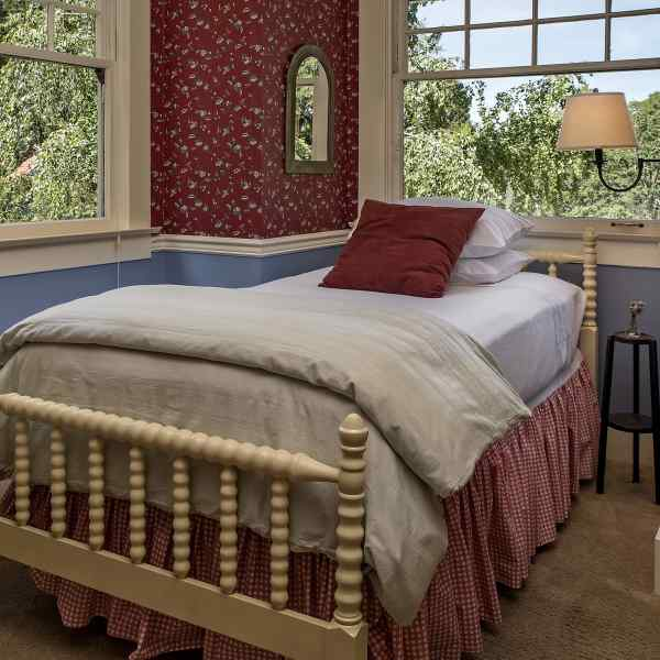Garden Suite twin bed