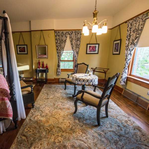 King Suite 2: Historic Balch Hotel, centrally located on the columbia river gorge in Dufur, OR