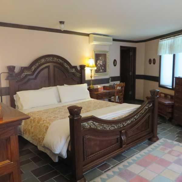 Graden room king bed
