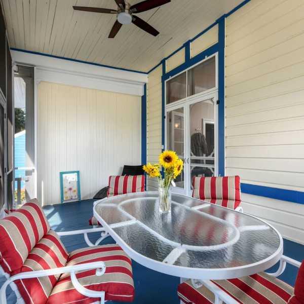 Common area screened porch