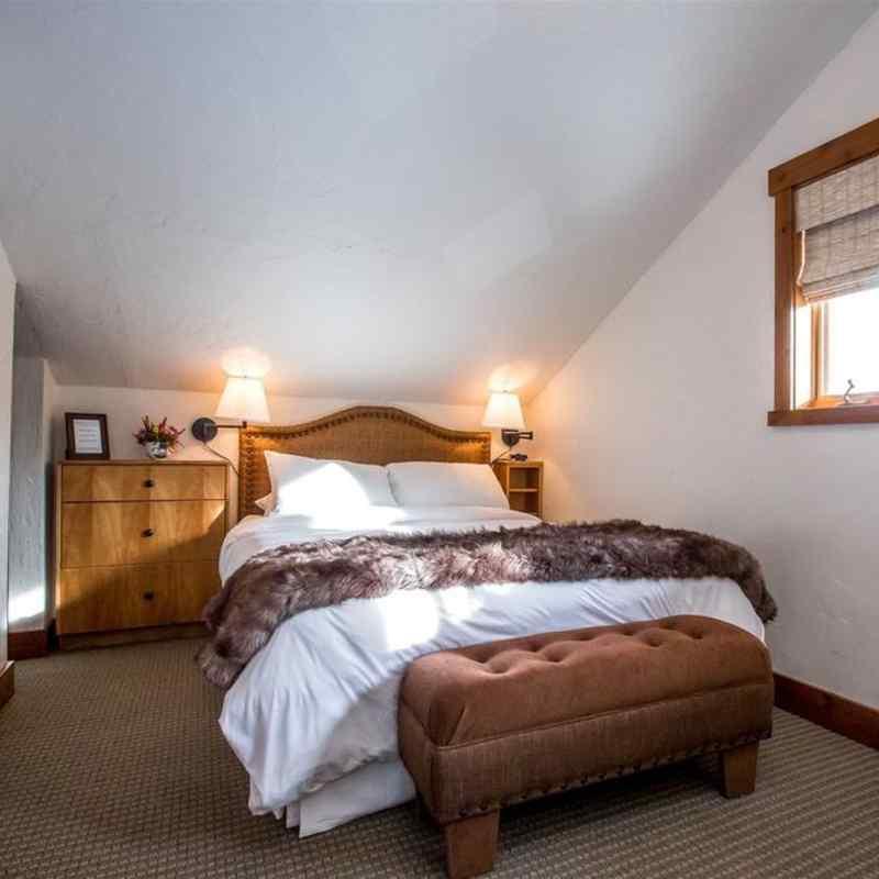 Garret queen bed