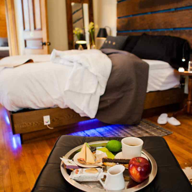 Accomnodations l Chic Decor & Artistic Ambiance Enriched by Historic Architecture l Style, substance, and value are the hallmarks of every guest experience @ Made Inn Vermont.New Burlington B&B l New