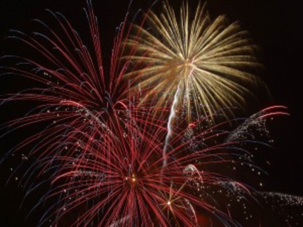 Happy New Years' Weekend–Fireworks, Crab Cakes, Champagne and US!