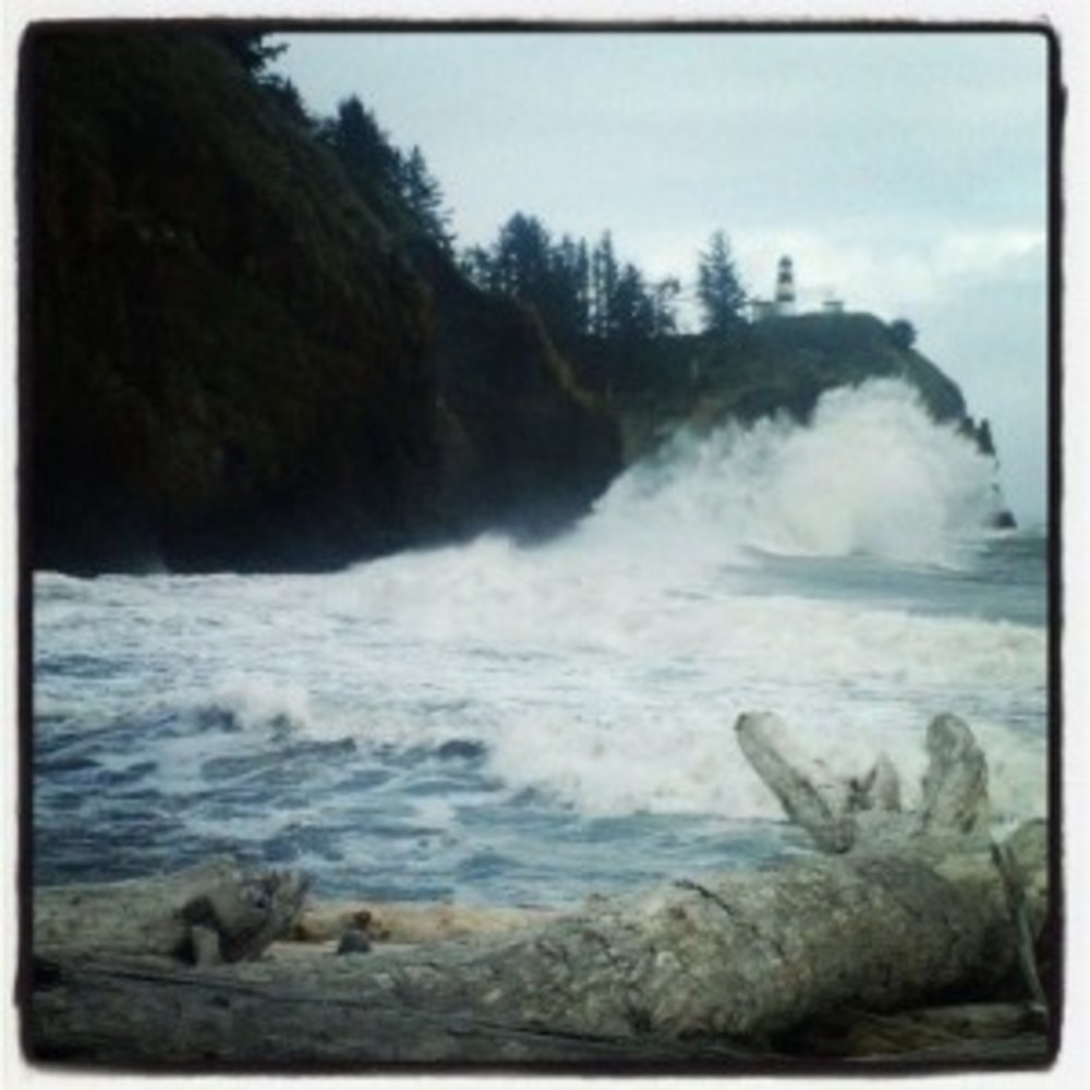 Spring Weather at the Beach, Serious Pizza & Huge Waves at Cape Disappointment