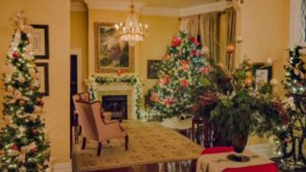 Longing for the Charm of Christmas Past?