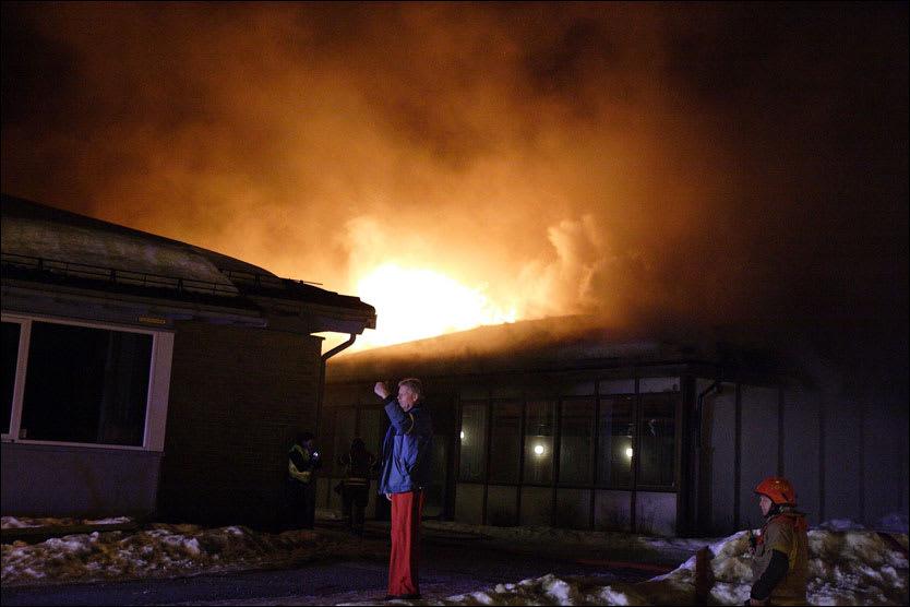 The oilrig on fire|Seadrills ansikt utad