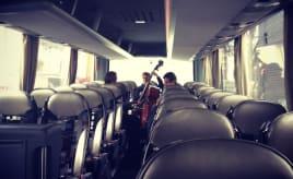 A bus with live music|En buss med live musikk