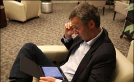 Norwegian Prime Minister bought iPad|Oi Stoltenberg har kjøpt seg iPad