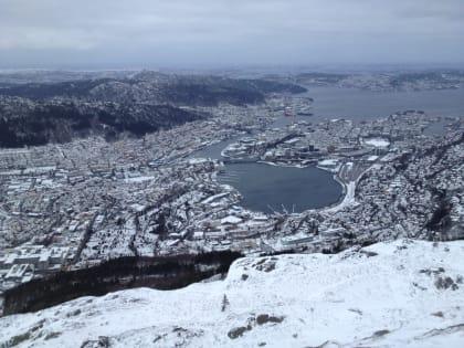 Bergen dressed by winter|Bergen i sin vinterdrakt - en tur på Ulriken