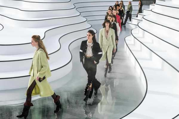 CHANEL Fall Winter 2020-21 Ready-to-Wear Collection