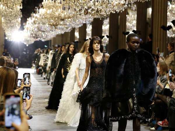 Women's Spring-Summer 2022 Fashion Show | LOUIS VUITTON