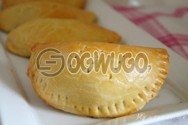 Freshly baked PARTY SIZE MEAT PIE which comes with a filling of meat but this product is available b