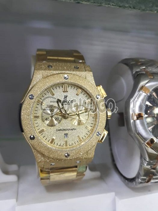 Affordable fashionable Hublot watch,available in male and female with different designs