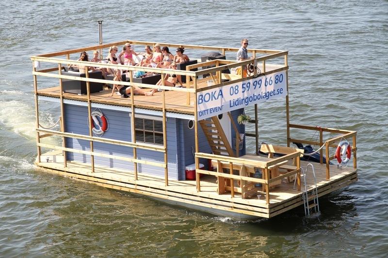 Vedeldad Bastuflotte i Stockholms vatten