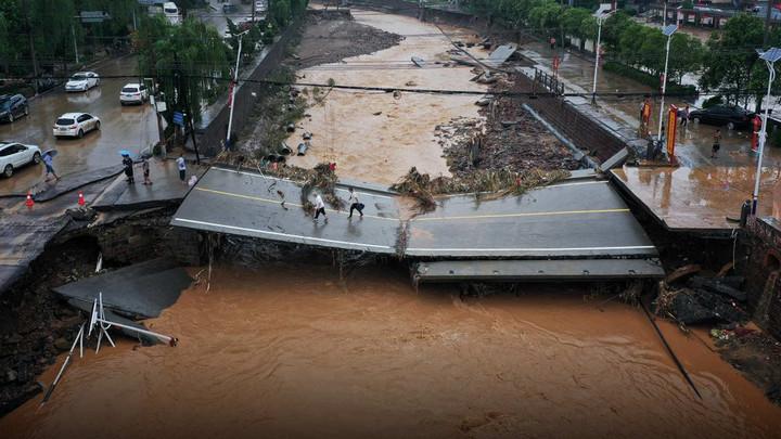 Vì sao nhiều công trình ngầm ở Trung Quốc dễ bị nhấn chìm dưới dòng nước lũ?