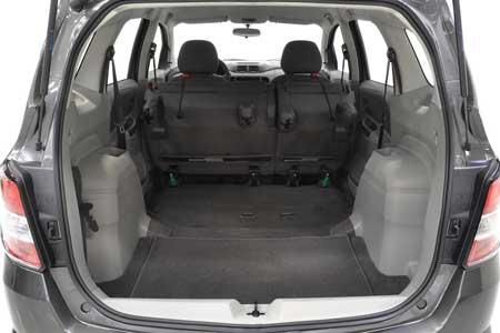 Bagasi Belakang Mobil MPV Chevrolet-Spin setelah kursi dilipat