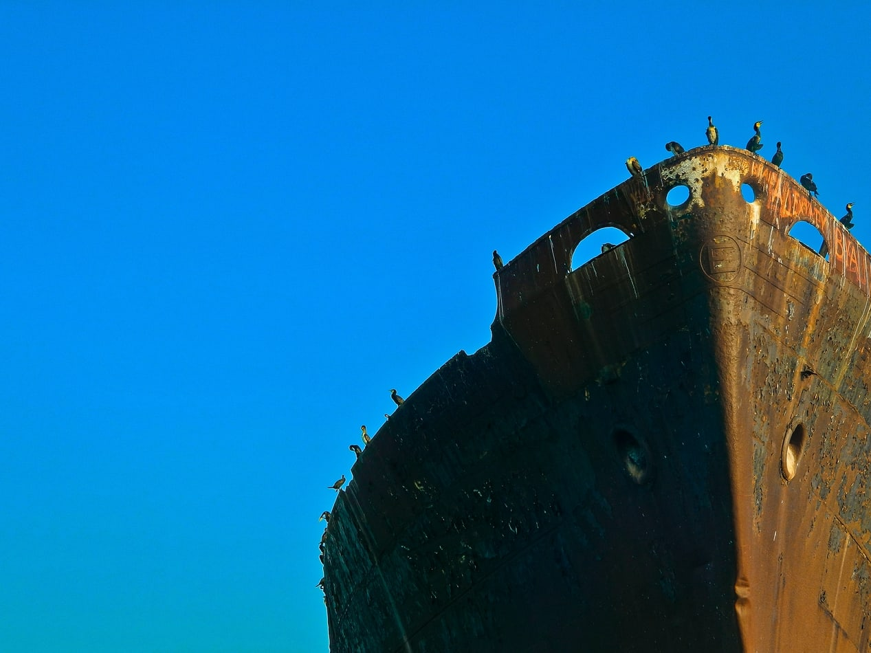 An image of a brown ship under blue sky during daytime by @ruxandrateodroa on unsplash.