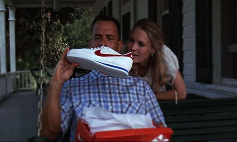 Форрест Гамп получает в подарок беговые кроссовки