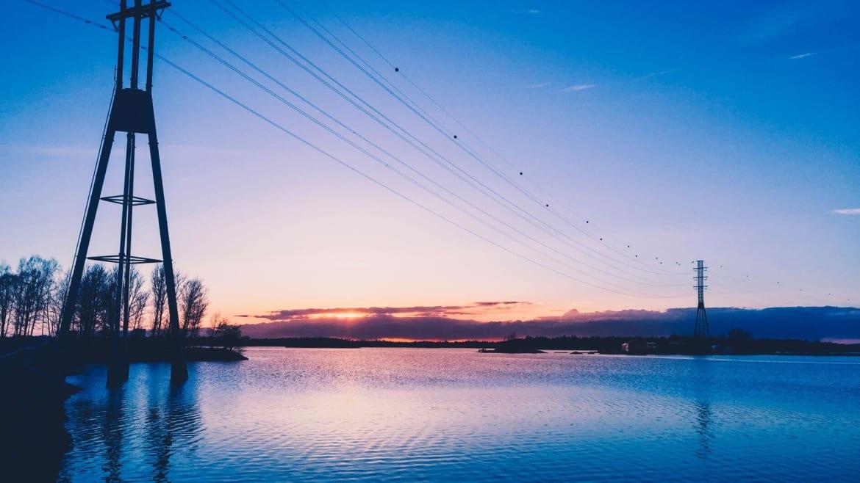 Озеро в Хельсинка в закатном солнце