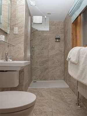 Old Pines en-suite bathroom