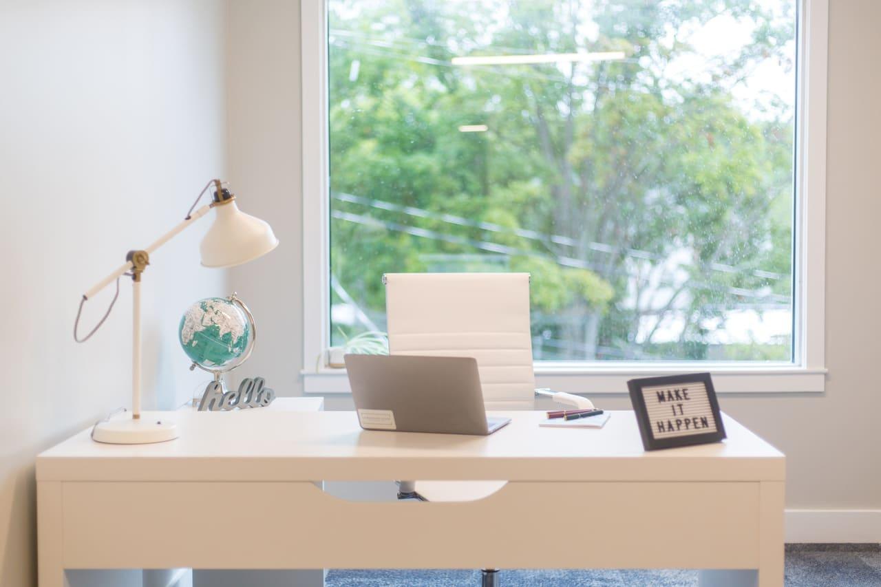 Imagem de destaque do post Como decorar home office em apartamento? 4 dicas práticas